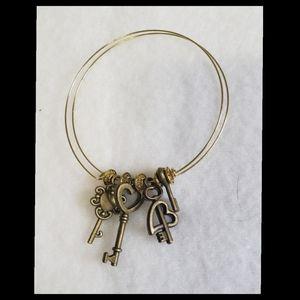 Steampunk inspired heart keys Bracelet